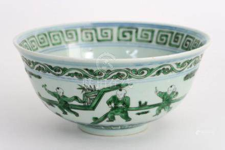 Chinese bowl in gemerkt porselein met een decor van musicere