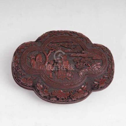 Runde Rotlack-Dose mit Drachen-DekorChina, Qing-Dynastie (1644-1911), 19. Jh. Dickwandige Dose,