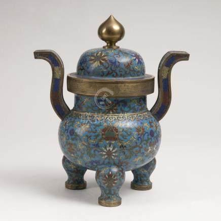 Tripod Cloisonné-Deckelgefäß mit Dekor 'Acht Buddhistische Symbole'China, Qing-Dynastie (1644-1911),