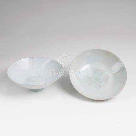 Paar Seladon-Schalen mit Qingbai-GlasurChina, Song-Dynastie (960-1279). Steinzeug, bläulich-weiße,