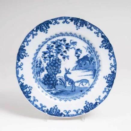 Blau-weiß Teller mit HirschenChina, Qianlong-Periode (1736-1795). Porzellan, unterglasurblau bemalt.