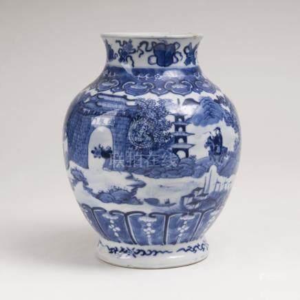 Blau-weiß Balustervase mit ArchitekturlandschaftChina, Qing-Dynastie (1644-1911). Porzellan mit