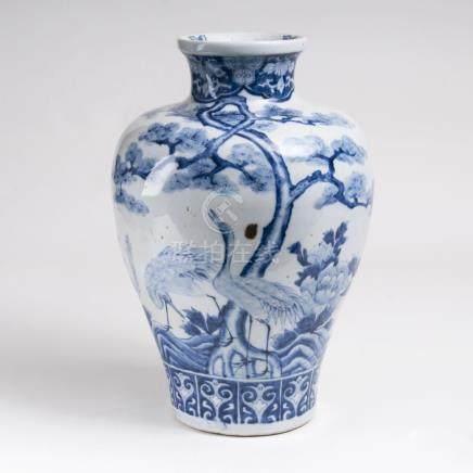 Blau-weiße Balustervase mit KranichenChina, späte Qing-Dynastie (1644-1911). Porzellan mit