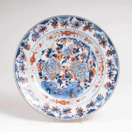 Chinesischer Teller im Imari-StilChina, Qianlong-Periode (1736-1795). Porzellan, unterglasurblau