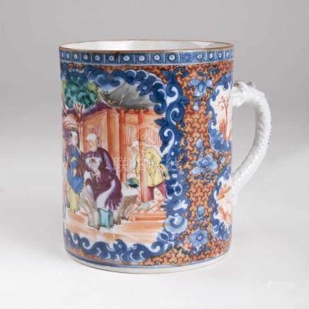 Walzenkrug mit FigurenszeneChina, Compagnie des Indes, Qianlong-Periode (1736-1795). Porzellan.
