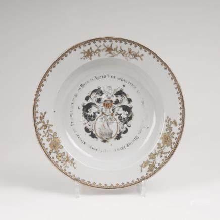 'Compagnie-des Indes'-Teller mit WappenChina, Qing-Dynastie (1644-1911), dat. 1749. Porzellan,