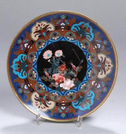 Silbersteg-Cloisonné-Zierteller, Japan, Meiji-Periode, polychromes Floral- undOrnamentbanddekor,