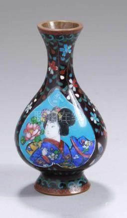 Cloisonné-Ziervase, Japan, Meiji-Periode, Kupferkorpus, umlaufendes, polychromausemailliertes