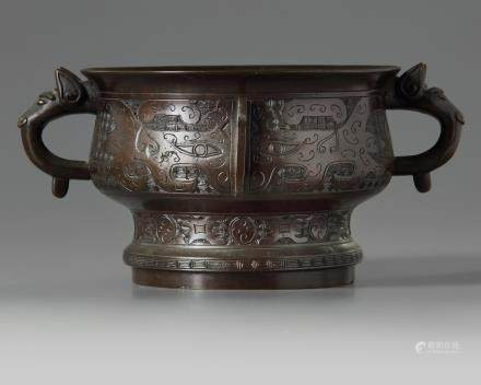 A Chinese bronze 'archaistic' censer, gui