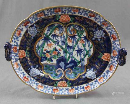 Satsuma, handbemalte Schale mit Griffen. Porzellan. Alt.32 cm lang. Unterseitig blaue Marke.Satsuma,