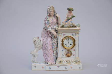 Clock in porcelain, Louis XVI  style (*)