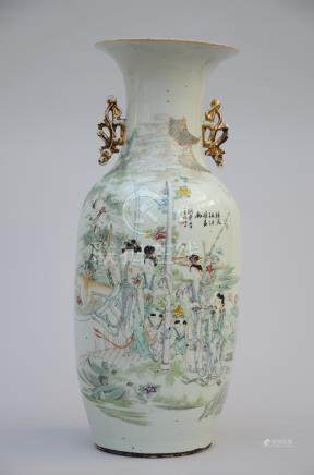 Chinese porcelain vase 'ladies with playing children'