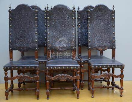 Set of six chairs in walnut covered with leather (*)