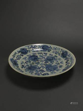 Late Ming to Early Qing: Blue and White Flower Dish