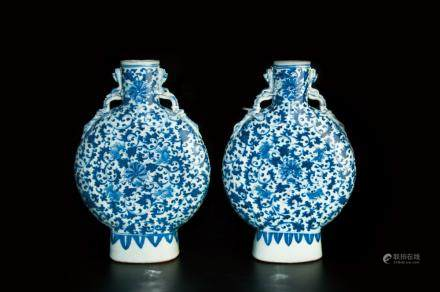 A PAIR OF BLUE AND WHITE PORCELAIN DRAGON EAR VASE