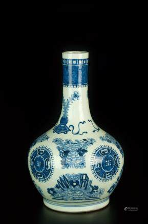 BLUE AND WHITE EXPORT VASE