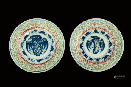 A PAIR OF BLUE AND UNDERGLAZED RED FAMILLE ROSE PLATE