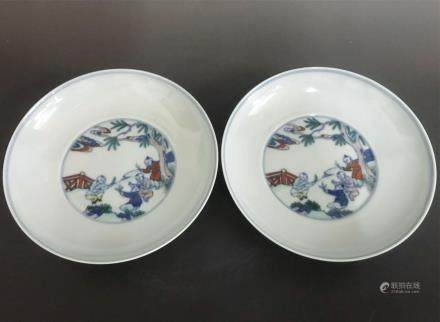 CHINESE DOUCAI PORCELAIN PLATE, PAIR