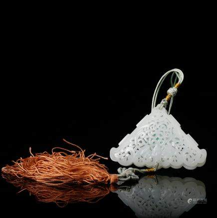 CHINESE WHITE JADE PERFUMER PENDANT IN OPEN WORK