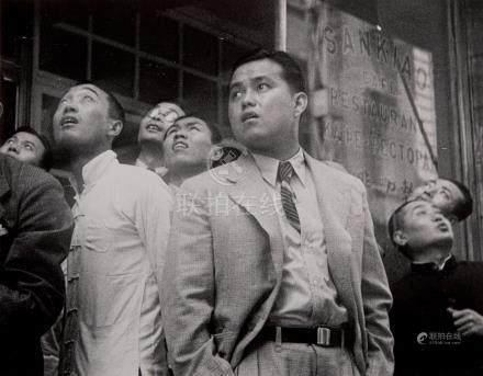 Robert Capa (1913-1954) Chine, 1938 Ensemble de trois tirages argentiques posté