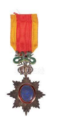 Médaille de chevalier du Dragon d'Annam par l'empereur de l'Annam en métal éma
