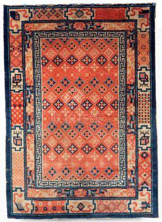 Un ancien tapis Ning-Hsia, A late 19th century Ning-Hsia Chinese rug Décor de s