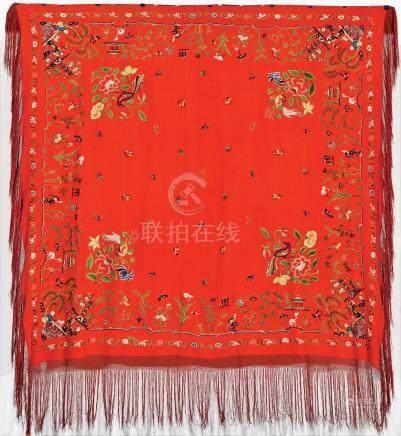 Un Châle brodé en soie et sa boite, A late 19th century Chinese shawl Châle de