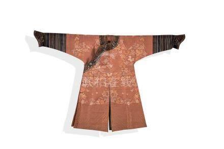 Une robe Chi fu (dragons) A Chinese antique silk costume, ChinaChi fu brodé en