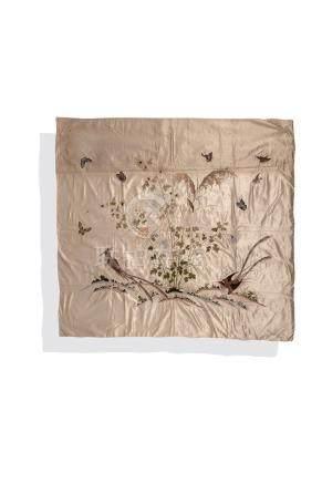 Un panneau de soie brodé en soie, A late 19th century embroidered panel, China.