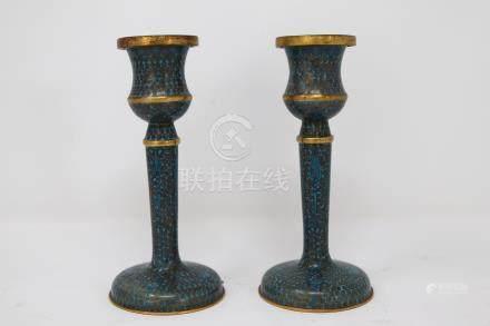 A pair of bronze cloisonne candelabra. 景泰蓝铜烛台 (1 对 ). 十九世纪