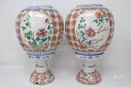 A Pair of porcelain famille rose lamp stand with lamp-shade. 粉彩瓷枱灯(1对). 清代 .
