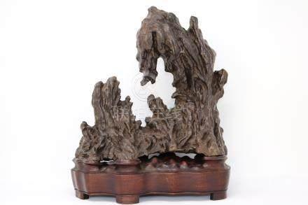 Lingbi scholar stone on custom stand.                            灵壁石连座