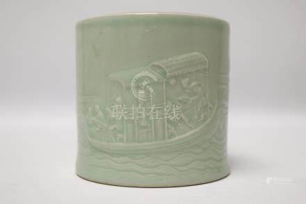 A celadon-glazed brush pot                                          豆青釉 笔筒. 清代 乾隆 款