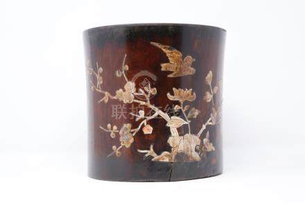 A Mother-of-pearl inlaid wood brushpot                     镶嵌贝壳木笔筒