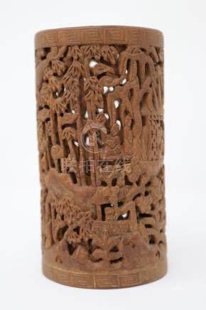 A carved wood brush pot. 木雕学者笔筒