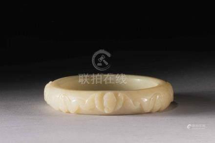 Bracelet ciselé de motifs de chauve-souris symbole de longév