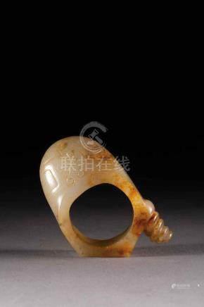 Bague d'archer ciselé de lewein et masque de Tao Tié sculpté