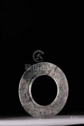 Disque « Bi » symbole du ciel ciselé en fine épaisseur serti