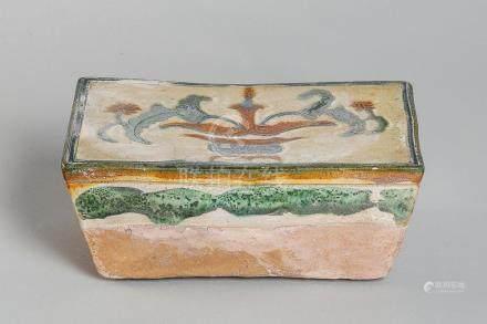 Repose tête quadrangulaire en terre cuite vernissée d'un vas