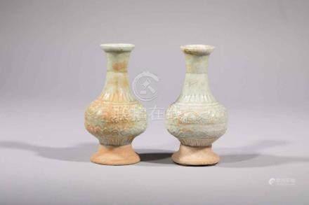Paire de vases d'offrande Qinbaï balustre sur piédouche en f