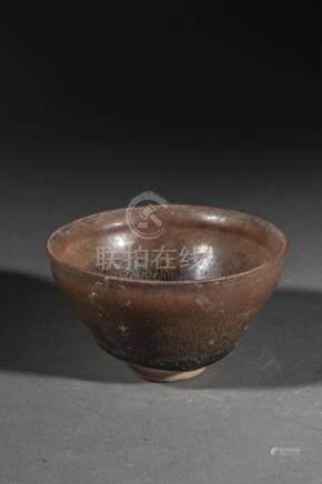 Coupelle Temoku de forme yahoubeï en grès porcelaineux à gla