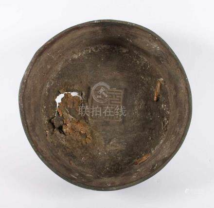 FUSS EINER VASE, Bronze, braun patiniert, gegossene Marke, H 8,5, Dm 23, korrodiert, CHINA, Ming-
