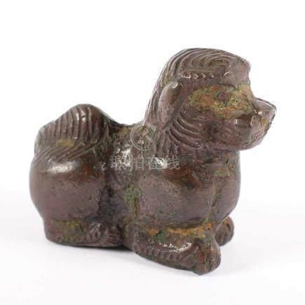FO-HUND, Bronze, braun patiniert, grüne Patina, L 7,5, CHINA, Ming-Zeit Provenienz: Sammlung
