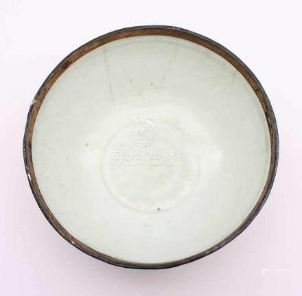 SCHALE MIT QINGBAI-GLASUR, sehr feiner, porzellanartiger Scherben mit den Lippenrand freilassender