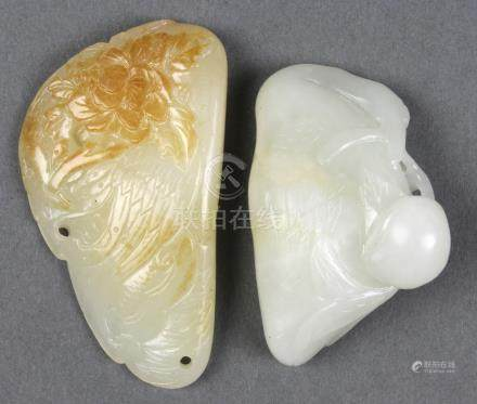 (lot of 2) Chinese jade toggles, one of a recumbent crane clasping a branch with peaches; the
