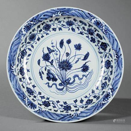 Chinese Ming-Style Blue and White Porcelaine Dish