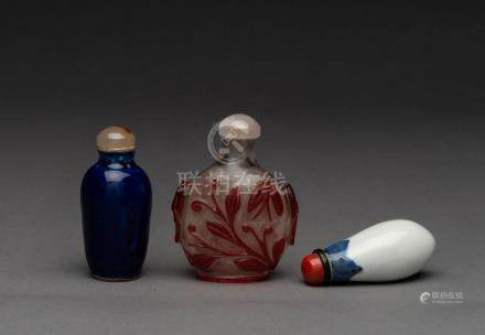 Three Chinese snuff bottles, peking glass and porcelain, 19t