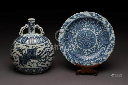 A Chinese blue and white porcelain plate on stand and phoeni