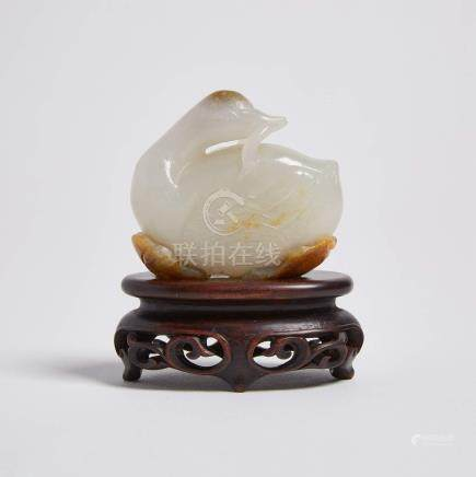 白玉帶皮雕鴨啣枝擺件 A White and Russet Jade Carved Duck