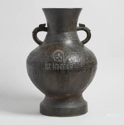 清 銅仿古雙耳壺 An Archaistic Bronze 'Hu' Vessel, Qing Dynasty
